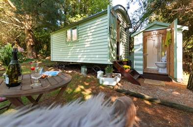 Jasmine Shepherd's Hut. Sleeps 2, 4.1 miles NW of Falmouth