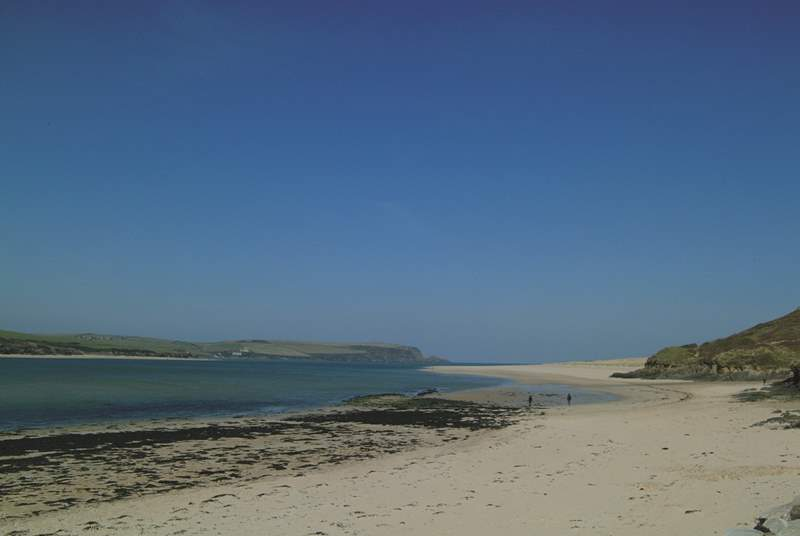 Just around the headland is Daymer Bay, a wonderful beach for familes with younger children and an ideal spot for swimming, windsurfing and canoeing.