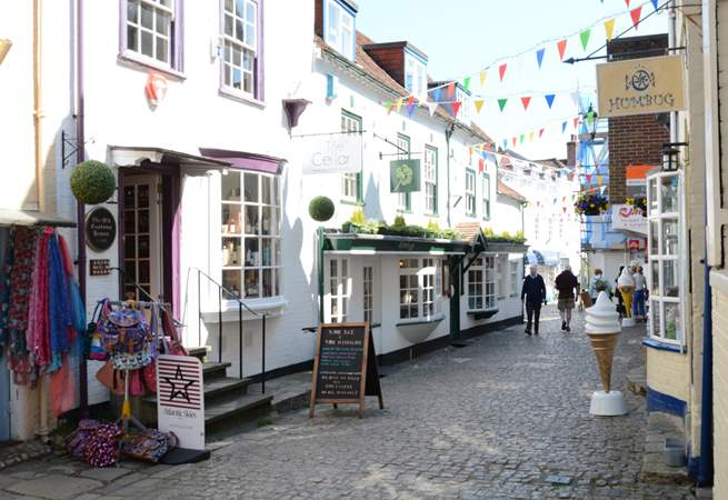 Lymington Old Town has historic streets that lead down to the Quayside, with cafes, restaurants and pubs where you can watch the world go by.