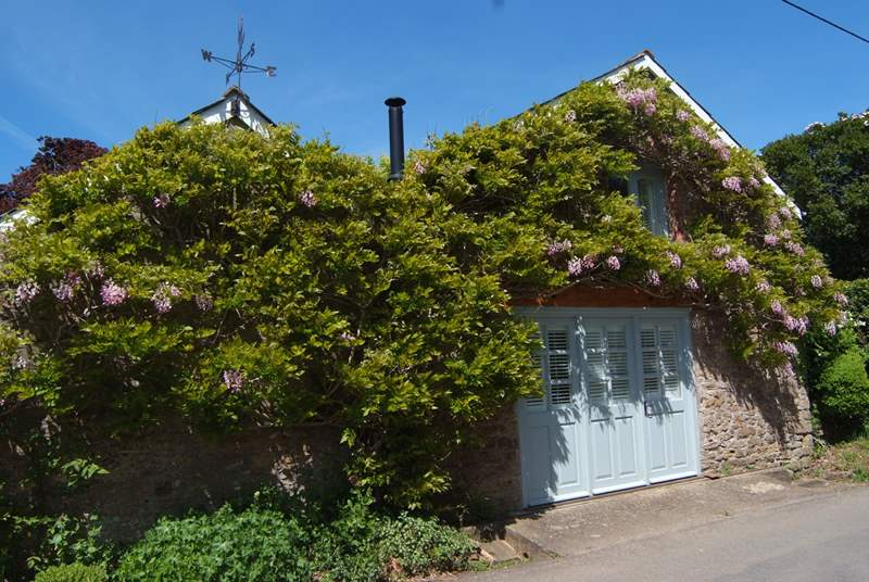 The outside of this detached cottage is adorned with the most stunninng wisteria. The tiny little village lane is very quiet.