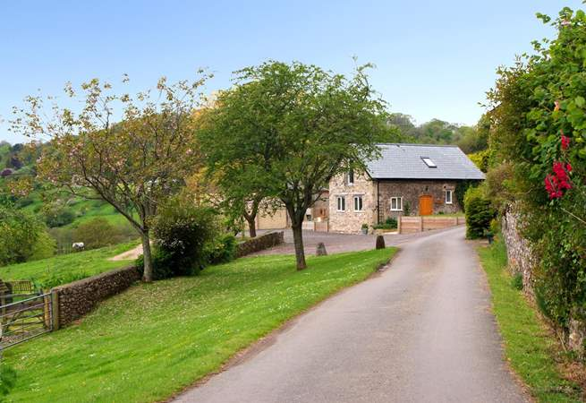 Smugglers Cottage is down a wonderful long farm driveway and has panoramic valley views - just a couple of miles from Branscombe's gorgeous Jurassic beach.