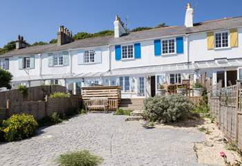 These beautiful Grade II listed cottages are south-facing so enjoy the sun and sea views.
