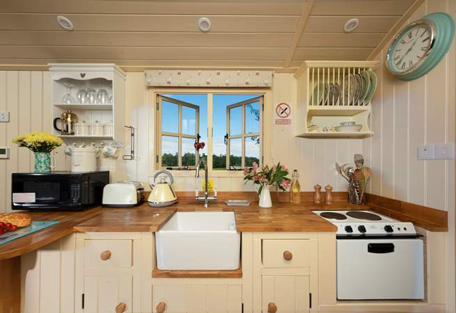 The kitchen is extremely well-equipped with a mini-oven and hob, toaster and kettle too.