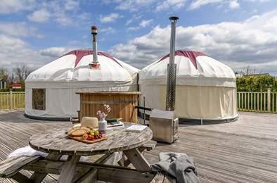 Rosewood Yurt. Sleeps 5, 6.9 miles E of Bude