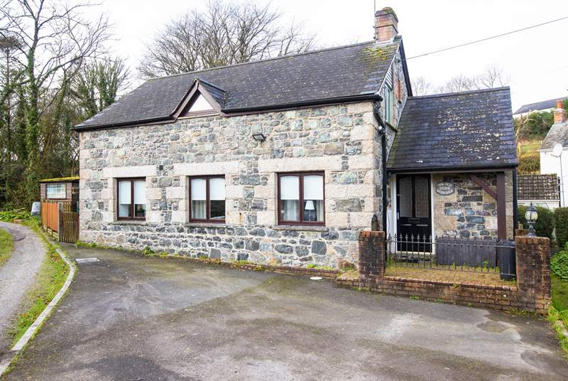 The Old Stone Workshop is a detached cottage rich in history.