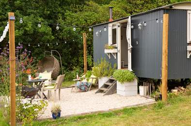 Stargazy Sky Shepherd's Hut. Sleeps 2, 3.8 miles NW of Lyme Regis