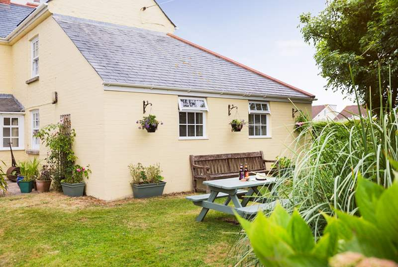 There is an area of garden to the side of the cottage perfect for enjoying a drink or bite to eat and as the Owners use their garden behind Brick Cottage, this is just for guests.