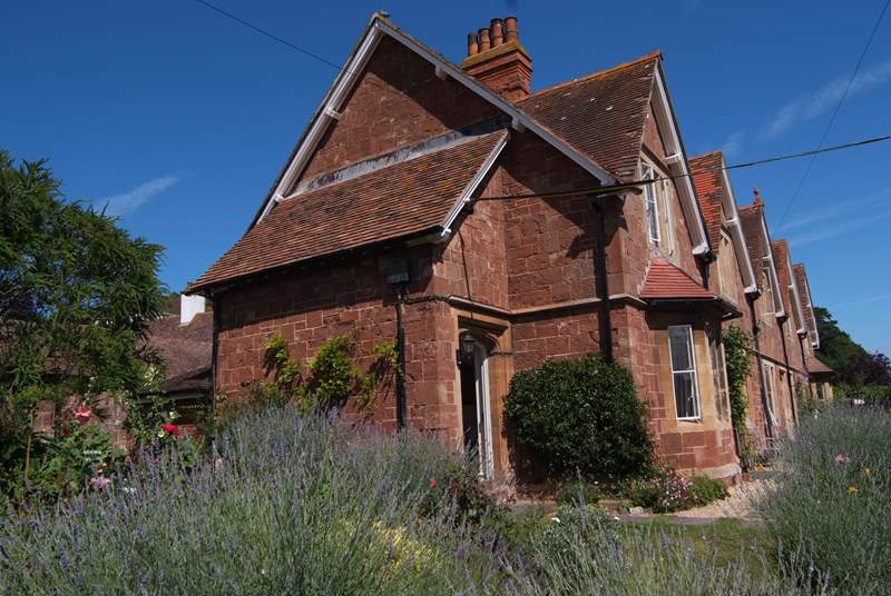 1 Coastguard Cottages is the end of this very pretty row of just five beautiful cottages facing the sea.