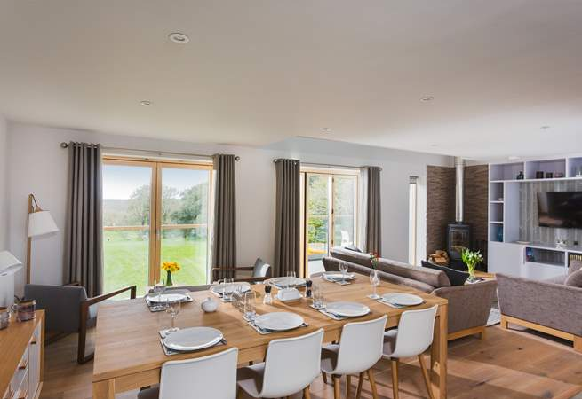 Open plan living at its best, Dine at home or book a table at the hotel - saves on the washing up!