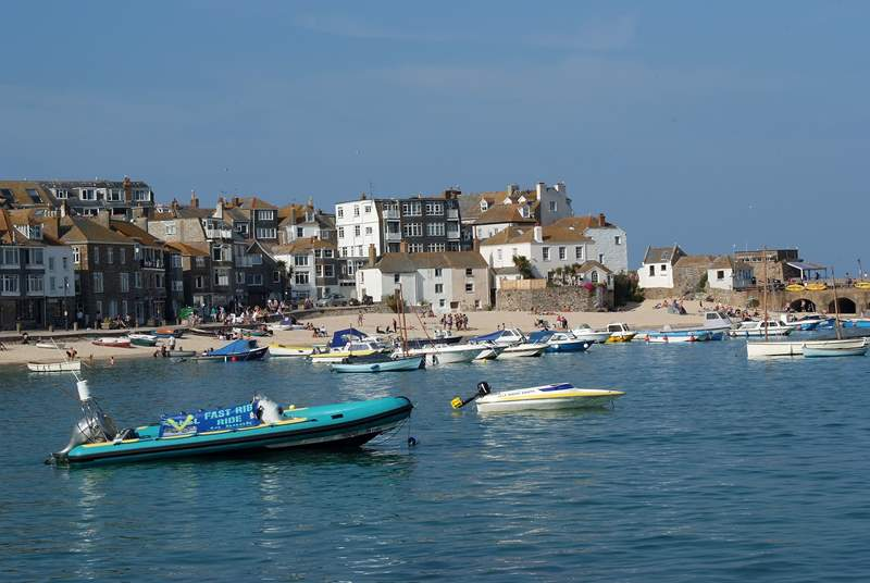 Perfect for a day out exploring, with its wonderful beaches, ancient cobbled streets and numerous great eateries, bustling St Ives is a short drive away.