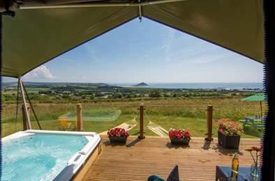 Mount View Sunrise Safari Tent. Sleeps 6, 2.2 miles NE of Penzance