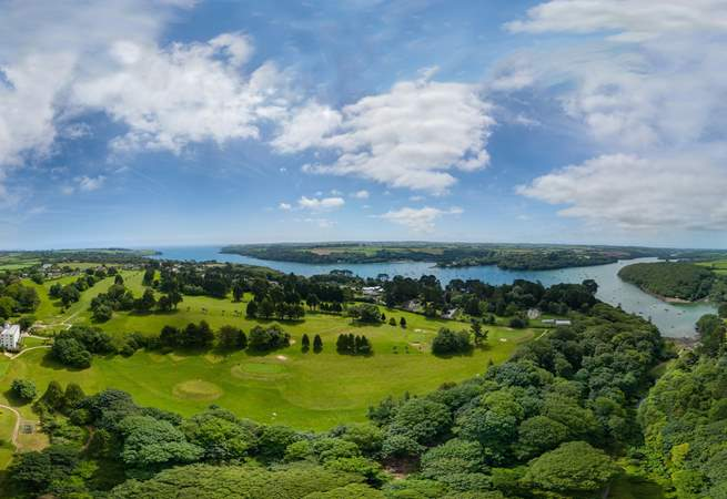Located on the banks of The Helford River, what a tranquil loation.