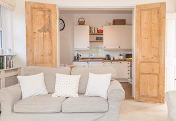 The open plan layout makes this ground floor apartment a sociable holiday home.