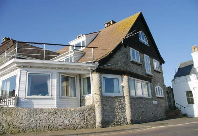 1 Starboard House is located on the top floor (the balcony is not part of 1 Starboard House).