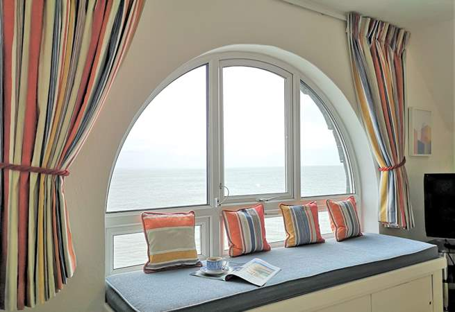 Relax and watch everyday Seaview life from the spectacular picture window.