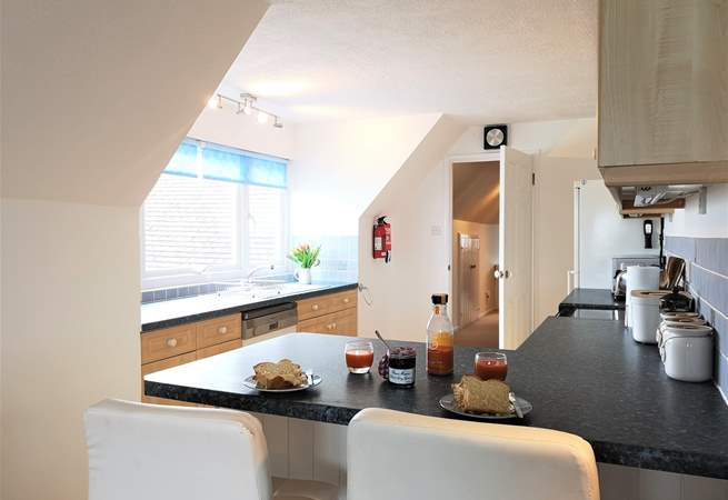 The open plan living-room with kitchen and dining area is beautifully equipped.