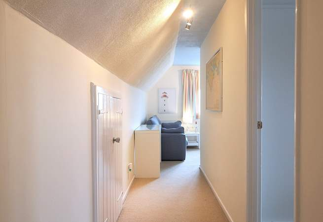 1 Starboard is a top floor apartment which has recently been refurbished throughout.
