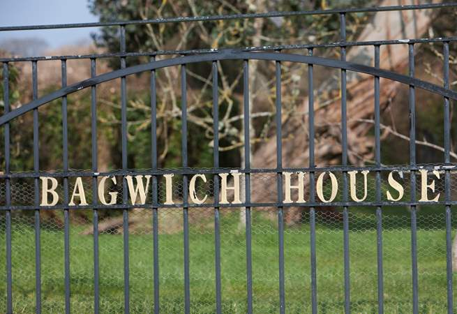 Entrance to the barns is through electric gates from Bagwich Lane.