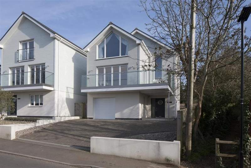 The exterior of the property can be found on Old Seaview Lane and is just a short walk into Seaview Village.