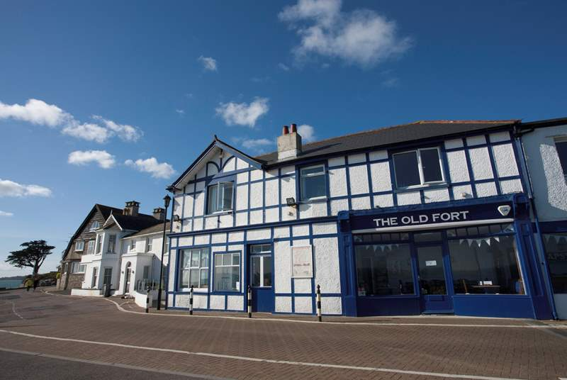 The Old Fort is a lovely pub on the seafront which has fantastic food and a fabulous view to admire whilst enjoying a glass of something cheeky.