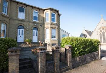 Welcome to 4 Carina in Seaview, seconds away from the High Street and just moments from the beach.