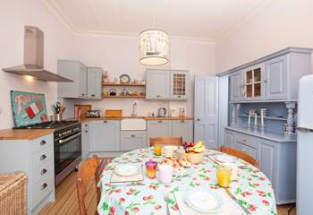 The lovely kitchen is here should you want it, otherwise the Island offers fantastic eateries. It's your holiday, you choose!