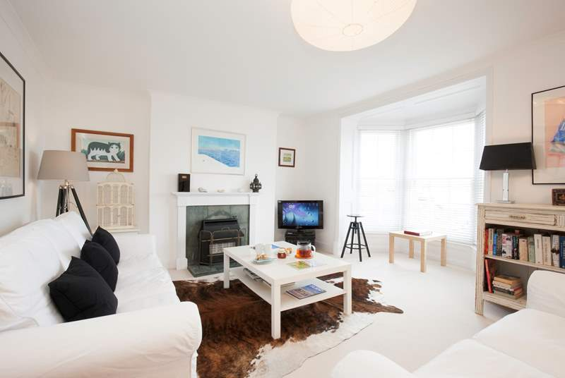 The gorgeous and spacious sitting-room with ample seating and marvellous sea views.