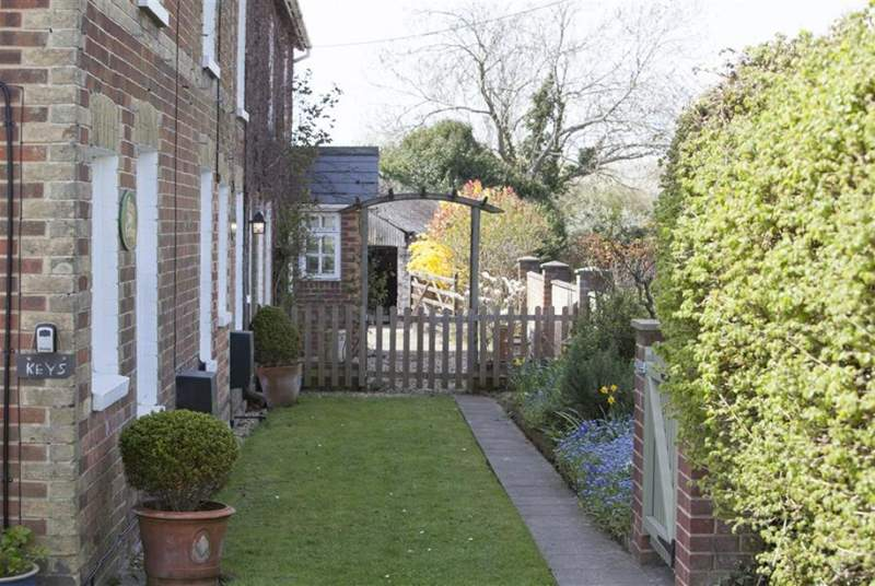 Faithfull Cottage is located on the road between Brading and St Helens.