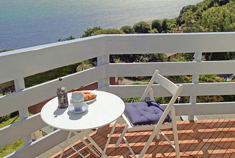 Gilmerton has a fantastic balcony off of the living-room, perfect for breakfast with sea views.