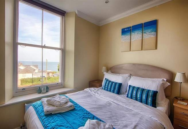 Double bedroom with sea views.