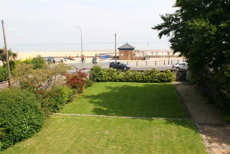 Children can run around to their hearts content in this lovely, two level lawned garden.