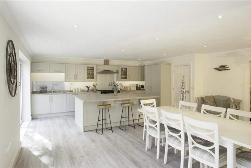 A fantastic, modern and fully equipped kitchen.