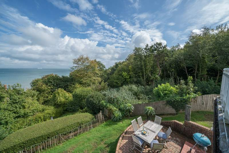 West Ingle is the perfect family holiday home overlooking Seagrove Bay.