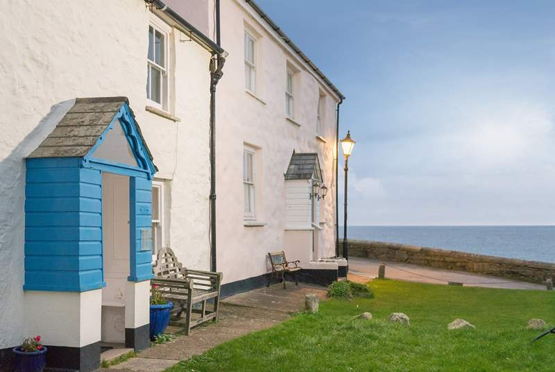 The Captain's Gig is a stone's throw from the beach and coastal footpath at Charlestown.