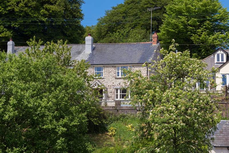 Riverview is a beautiful period stone cottage that has been completely renovated with warmth and style.