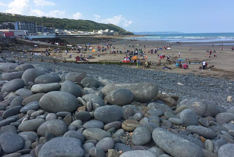 Known for its child-friendly beach with lifeguards on duty throughout the summer.