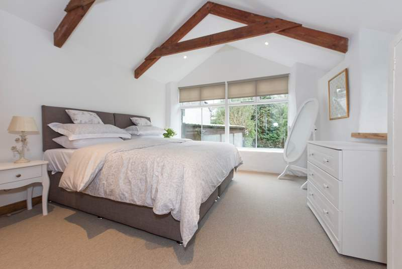 The gorgeous bedroom, complete with a 6' 'zip and link' (double or twin) bed.
