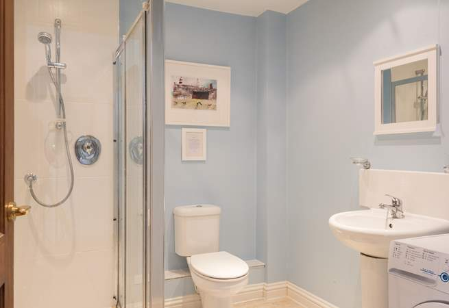 The spacious en suite has a handy washing machine, as well as large shower cubicle.