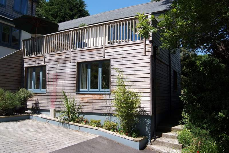 The Nod is a ground floor annexe in the heart of Lamorna.