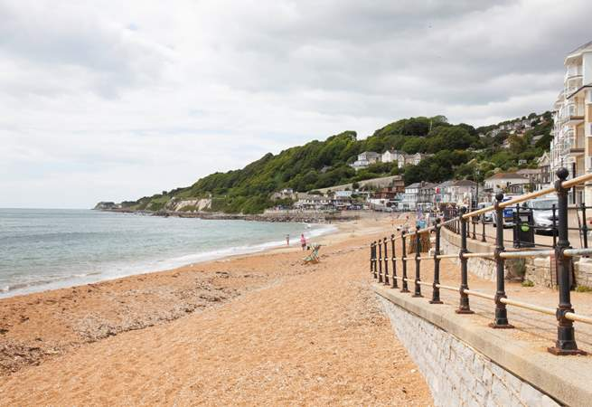 Ventnor seafront with the family-friendly Spyglass Inn at the end with fabulous patio seating.