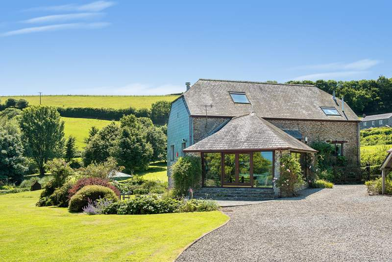 Mowhay Barn is a fabulous barn conversion in beautiful south east Cornwall.