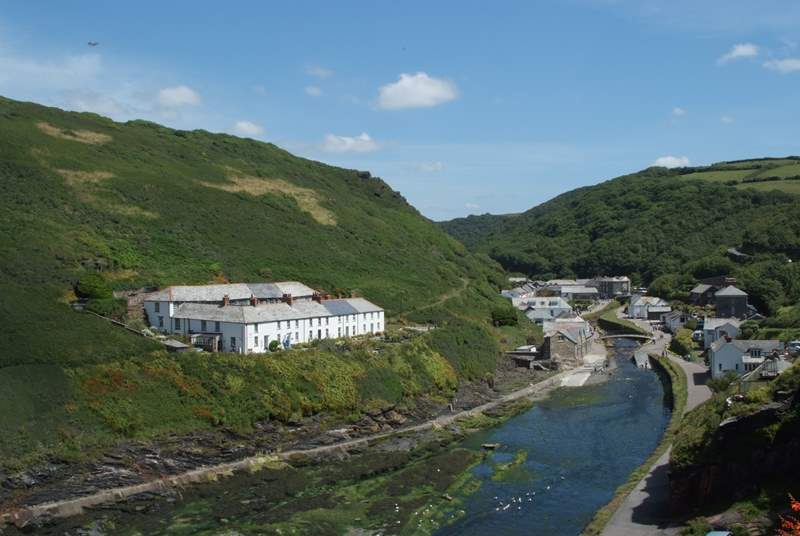The pretty harbourside village of Boscastle. A fantastic starting point for walking along the South West Coastal path.