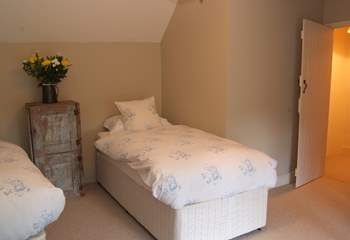 The twin bedroom, as with all the rooms, is peacefully decorated.