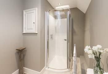 As with the family bathroom, this is a lovely contemporary room.