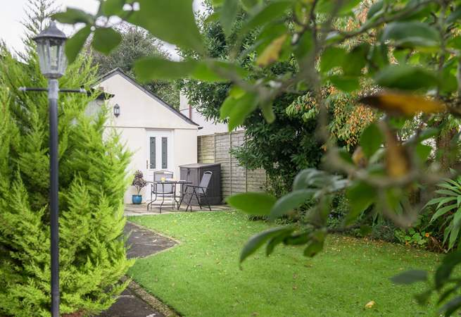 The Garden Lodge is tucked away and detached from the owners' home ensuring privacy for their guests.