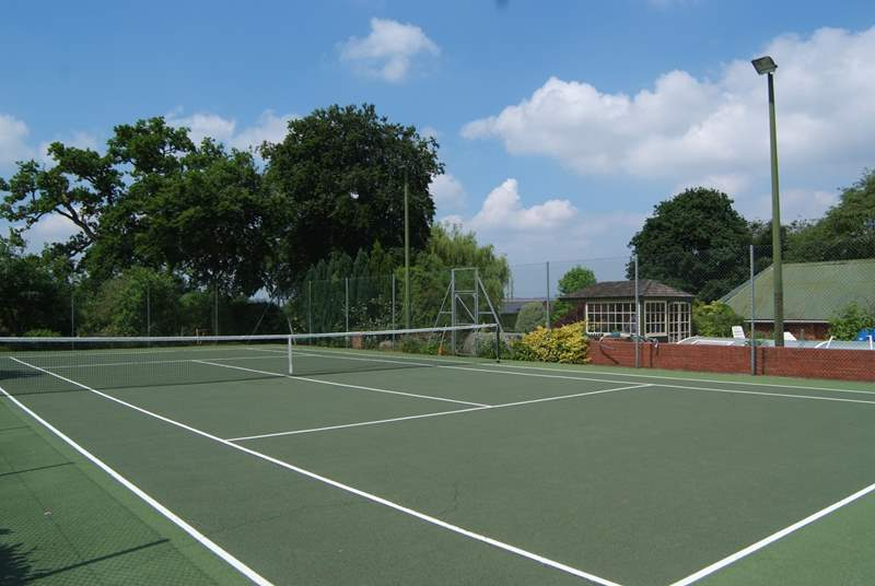 It's not every cottage that comes with a fabulous hard surface tennis court for guests to use. Racquets and balls can be provided.
