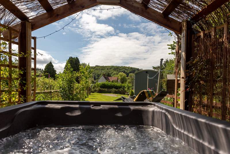 The bubbling hot tub, perfect on a starry night - bliss!