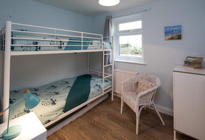 Bedroom 3 has these very welcoming bunk-beds.