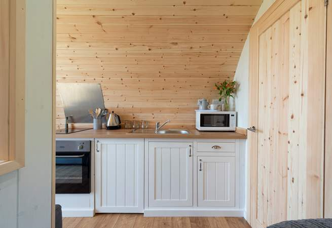 The fully fitted kitchen with all the appliances you need for your luxury glamping holiday!