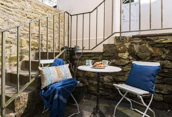 The little courtyard outside the kitchen at the rear of the cottage is perfect for sunny summer evening meals.
